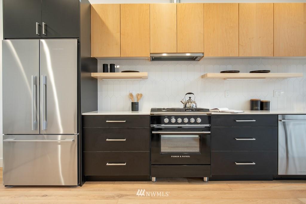 Sold Property | 7024 Greenwood Avenue N Seattle, WA 98117 9