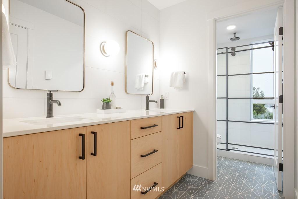 Sold Property | 7024 Greenwood Avenue N Seattle, WA 98117 12