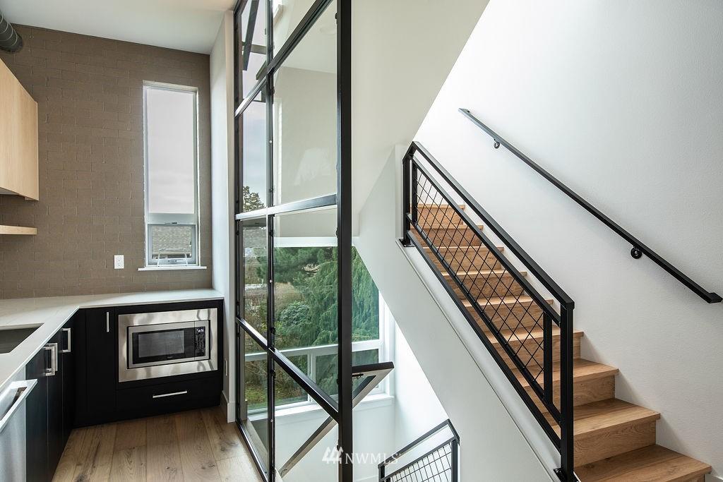 Sold Property | 7024 Greenwood Avenue N Seattle, WA 98117 6