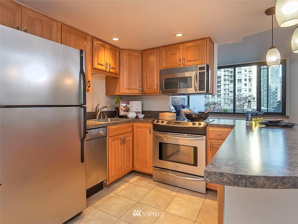 Sold Property | 2100 3rd Avenue #406 Seattle, WA 98121 5