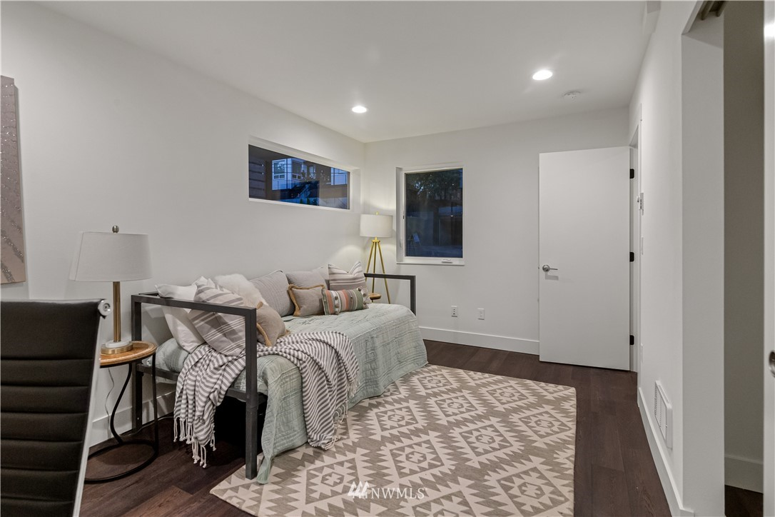 Sold Property   1931 10th Avenue W Seattle, WA 98119 21
