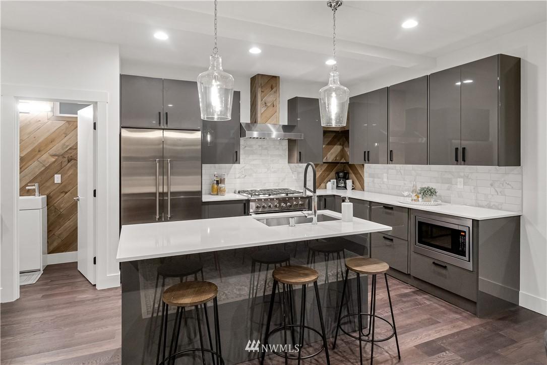 Sold Property   1931 10th Avenue W Seattle, WA 98119 5