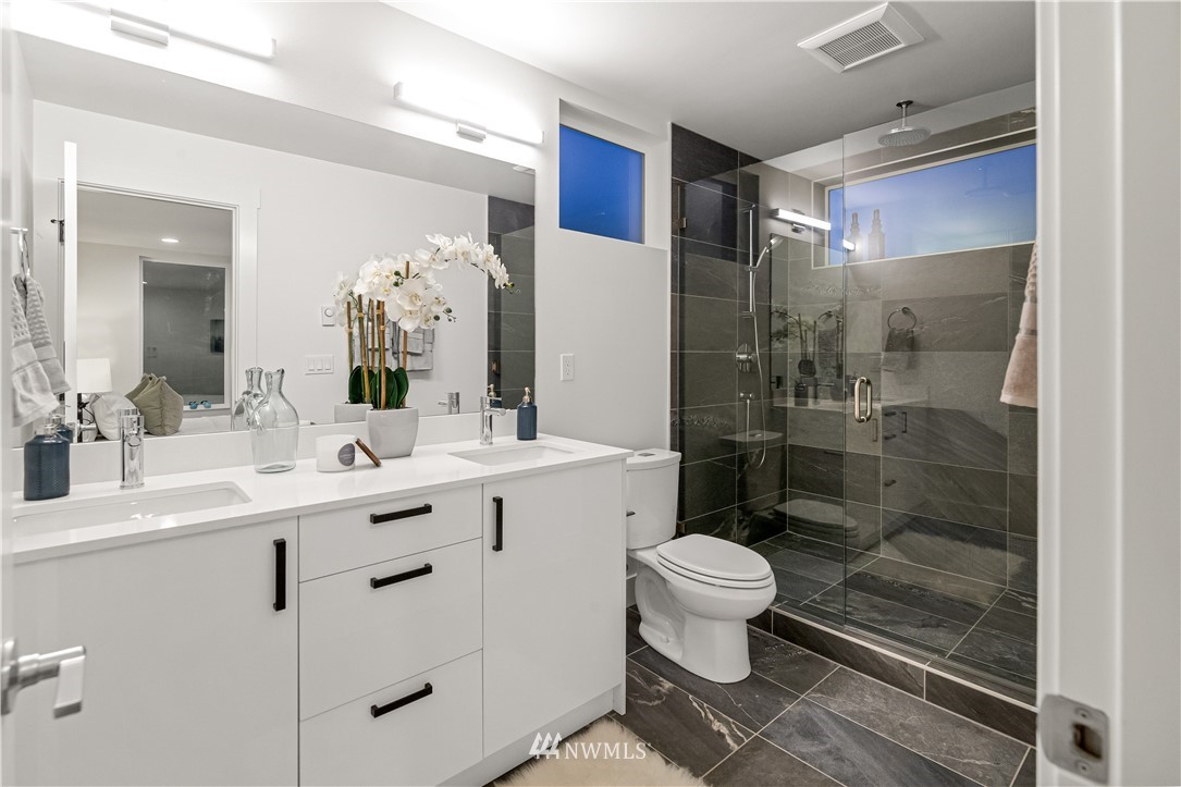 Sold Property   1931 10th Avenue W Seattle, WA 98119 13