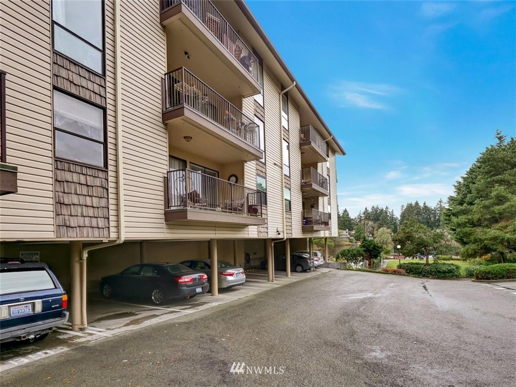3 Bedroom Condo in Seattle | 13229 Linden Avenue N #405B Seattle, WA 98133 53