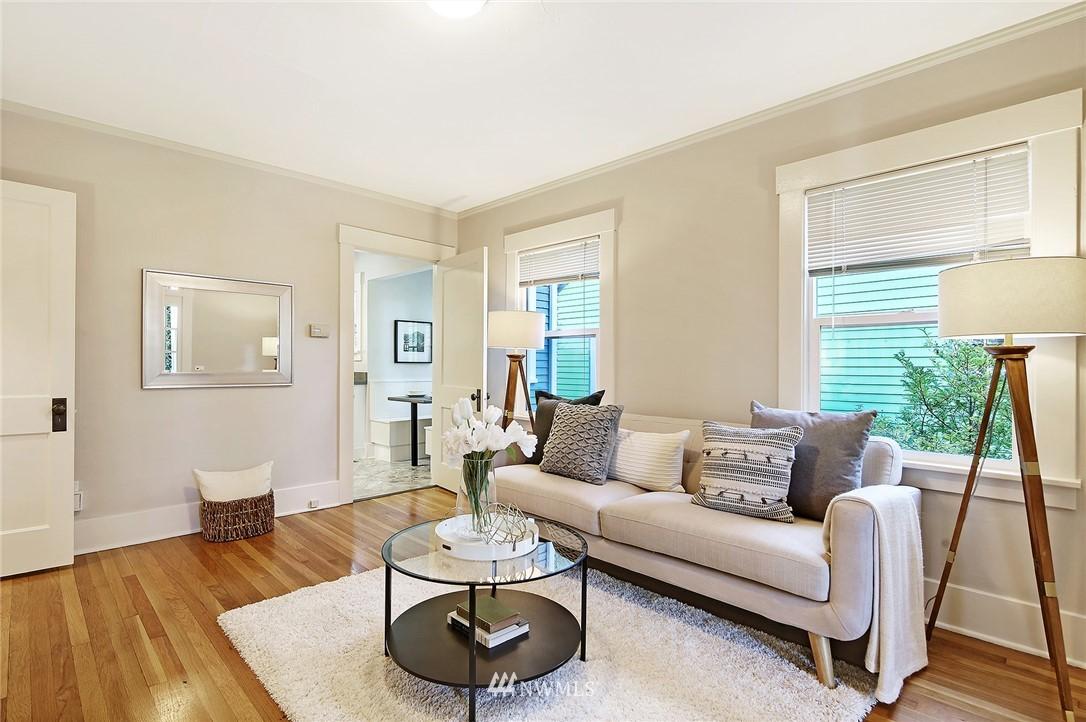 Sold Property | 10514 Dayton Avenue N Seattle, WA 98133 3
