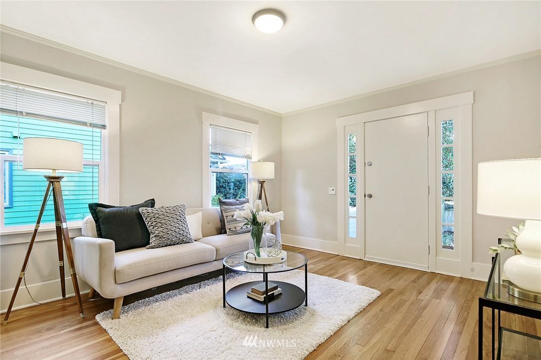 Sold Property | 10514 Dayton Avenue N Seattle, WA 98133 4