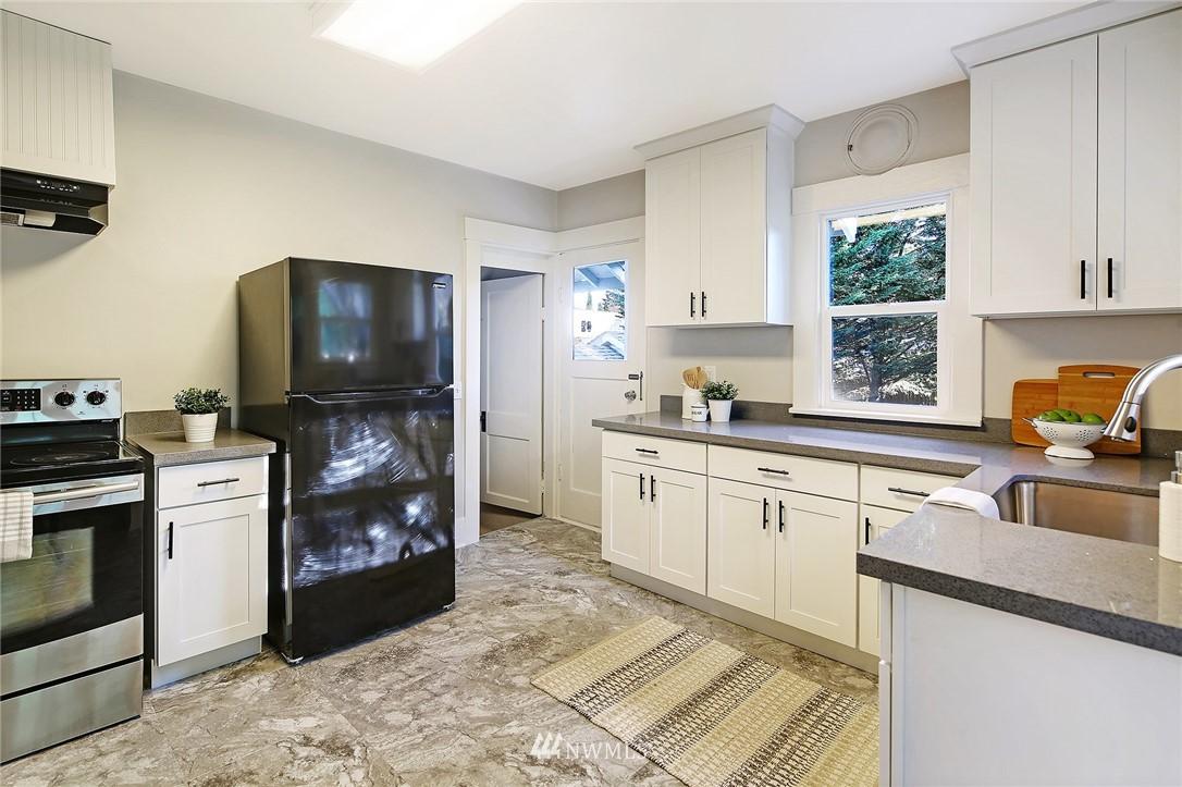 Sold Property | 10514 Dayton Avenue N Seattle, WA 98133 5