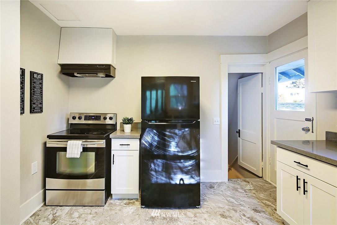 Sold Property | 10514 Dayton Avenue N Seattle, WA 98133 8