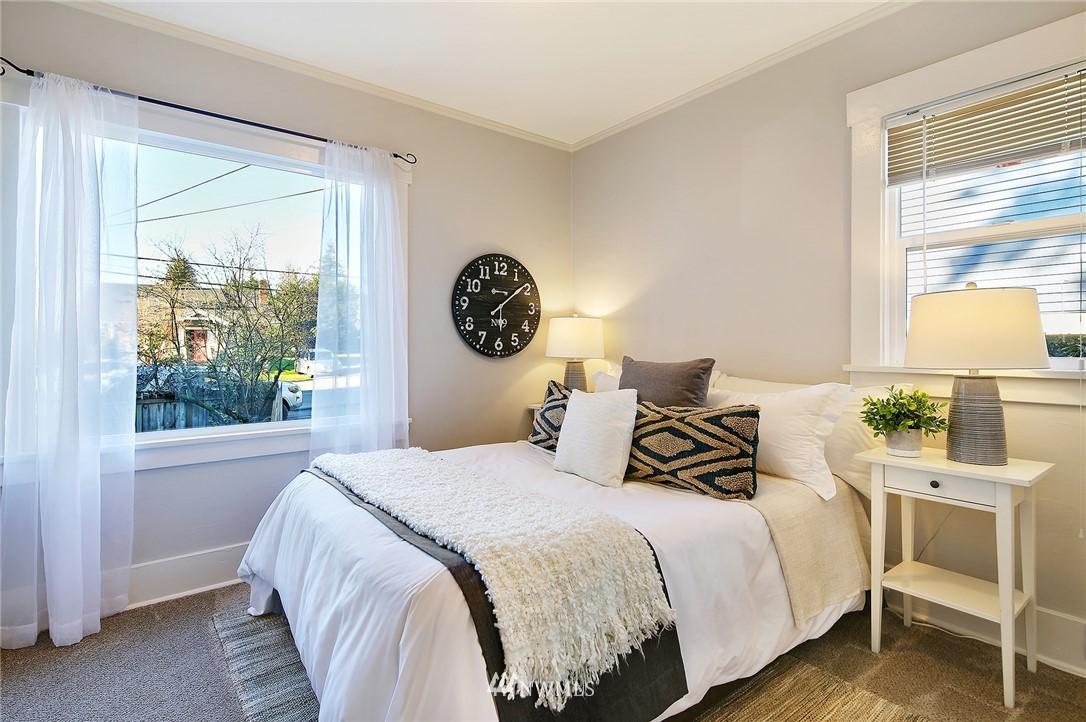 Sold Property | 10514 Dayton Avenue N Seattle, WA 98133 9