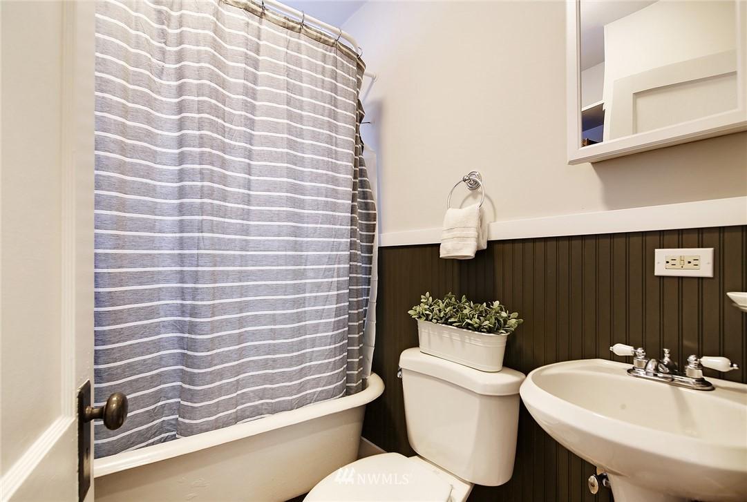Sold Property | 10514 Dayton Avenue N Seattle, WA 98133 11