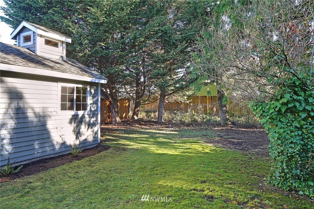 Sold Property | 10514 Dayton Avenue N Seattle, WA 98133 17