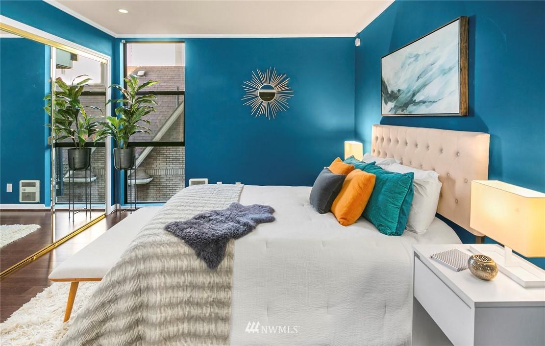 Sold Property | 730 Bellevue Avenue E #305 Seattle, WA 98102 11