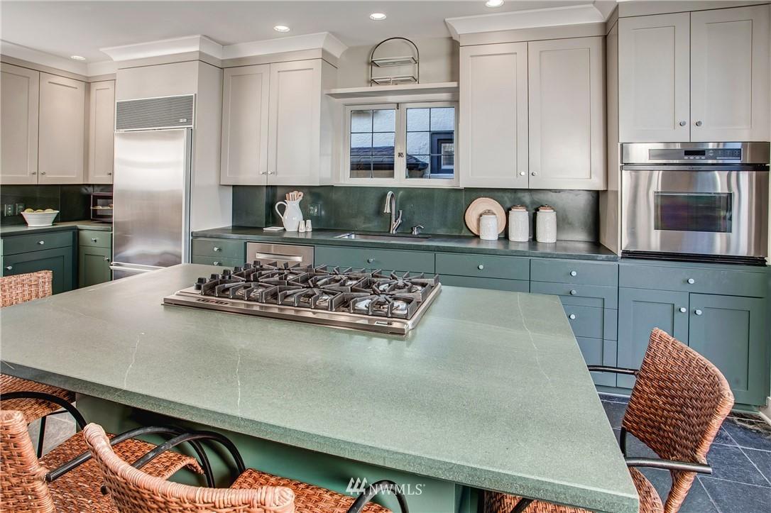 Sold Property   506 N 59th Street Seattle, WA 98103 12