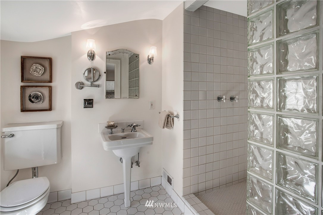Sold Property   506 N 59th Street Seattle, WA 98103 21