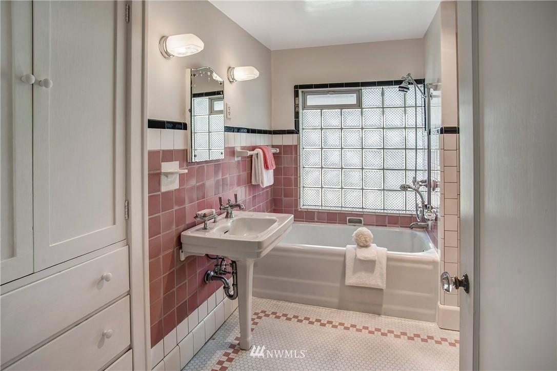Sold Property   506 N 59th Street Seattle, WA 98103 24