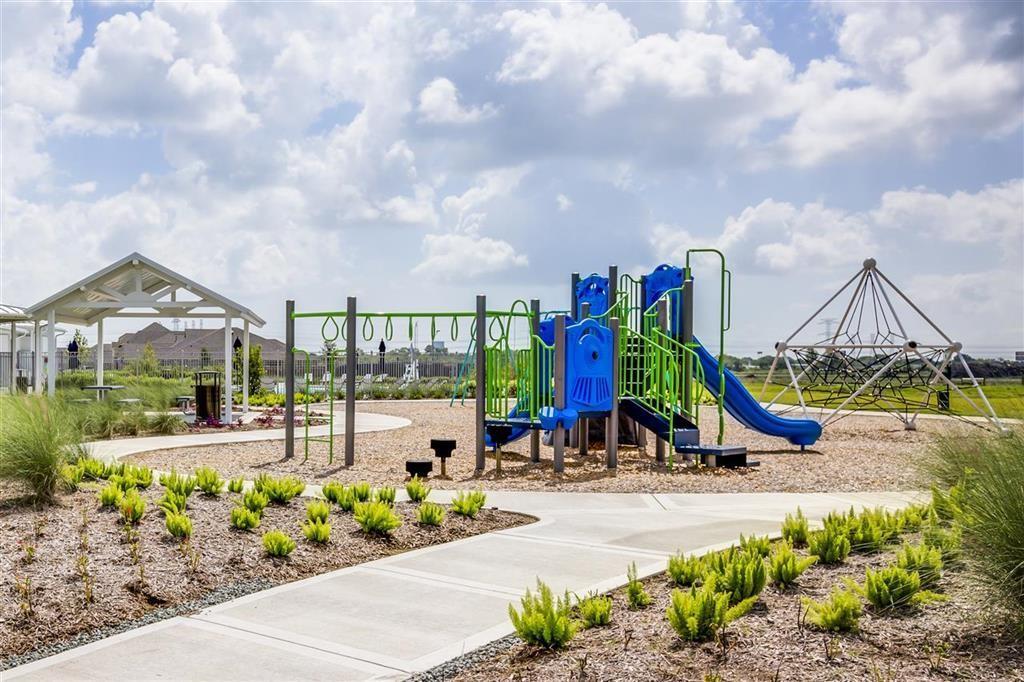 Active | 2613 Pines Trace Lane League City, Texas 77573 5