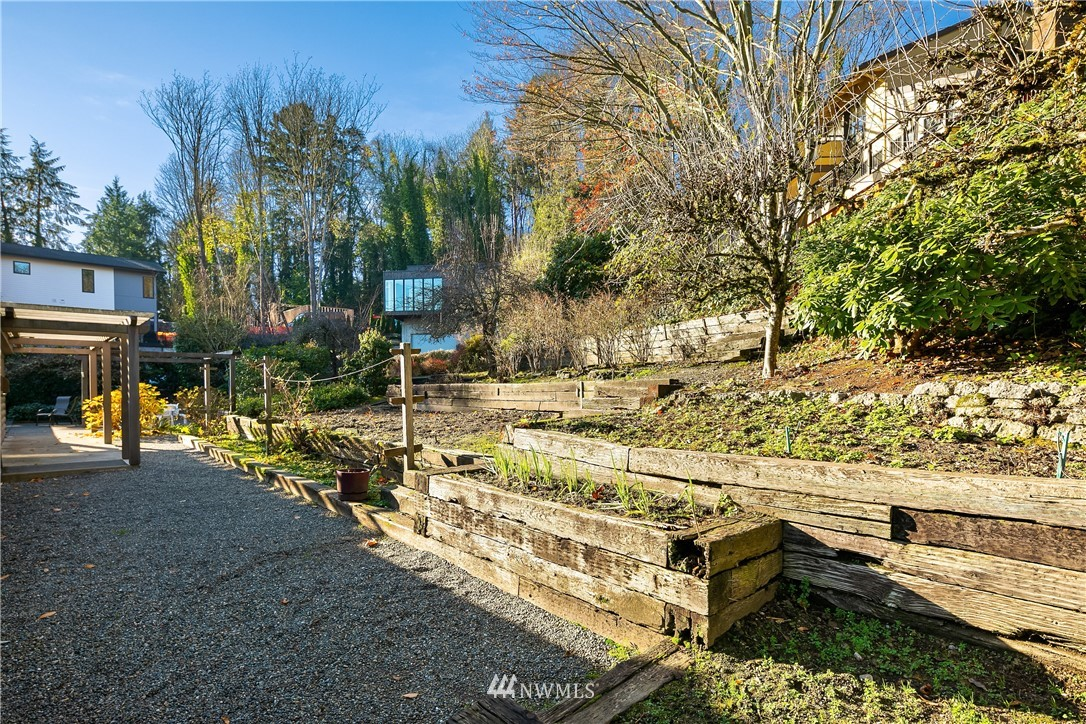 Sold Property | 7425 E Mercer Way Mercer Island, WA 98040 23