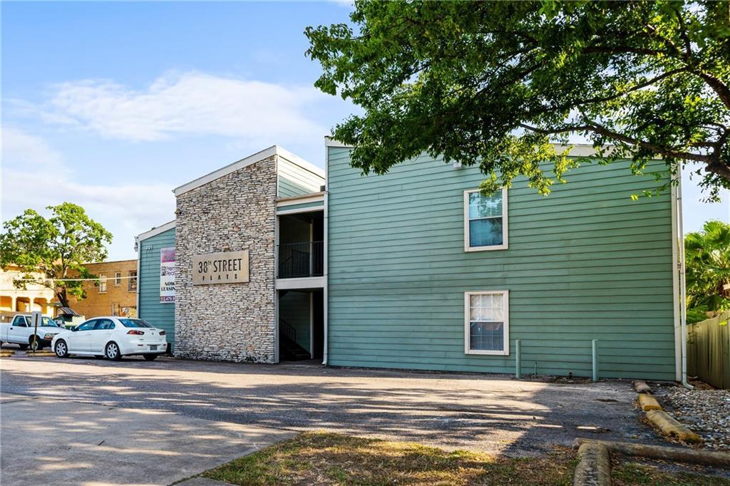 Closed   301 W 38th Street #103 Austin, TX 78705 3
