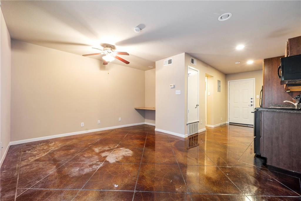 Closed   301 W 38th Street #103 Austin, TX 78705 8