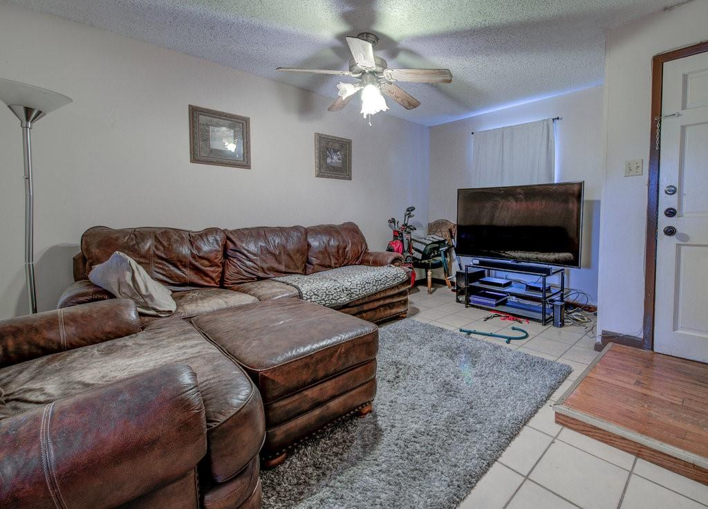 ActiveUnderContract | 1402 Valleyridge Drive Austin, TX 78704 3