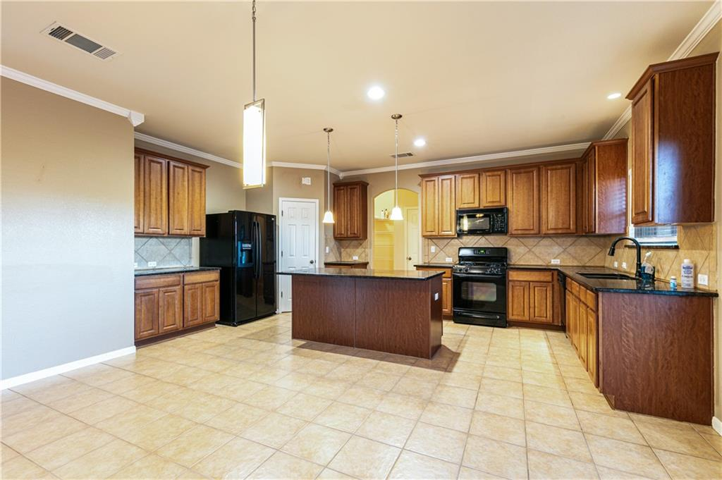 Closed   4009 Meadow Bluff Way Round Rock, TX 78665 11