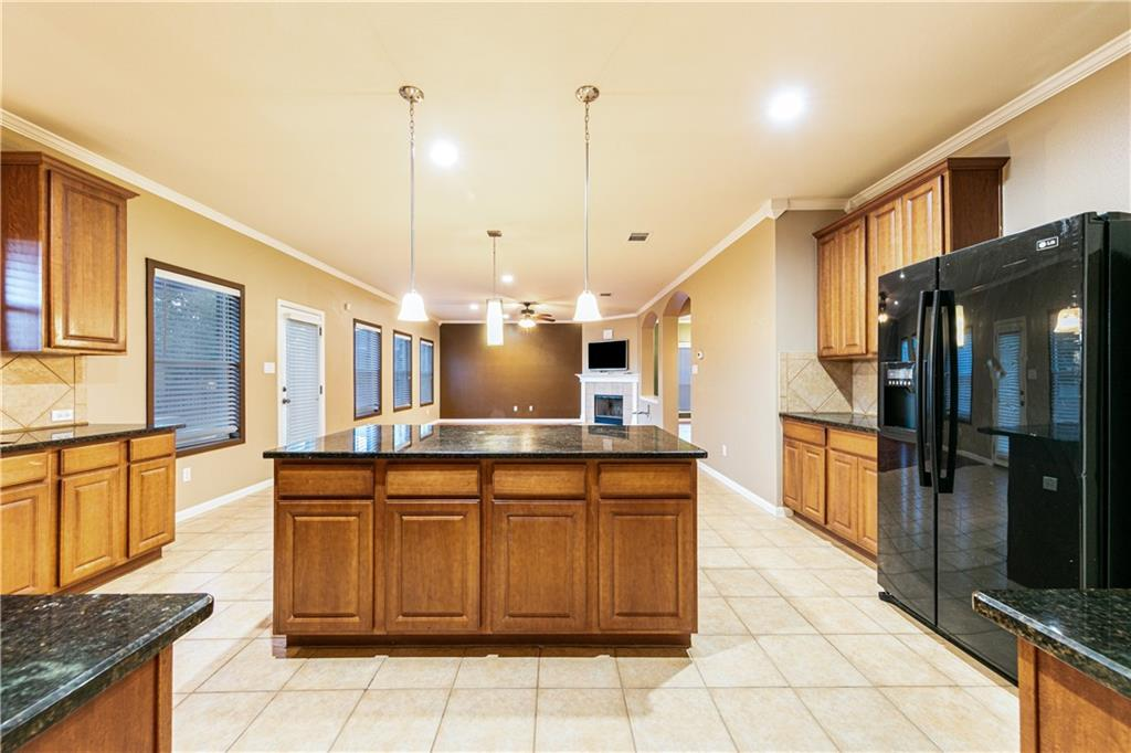 Closed   4009 Meadow Bluff Way Round Rock, TX 78665 13