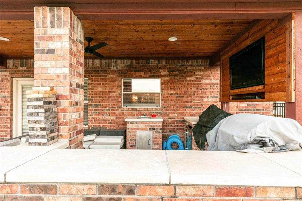 Closed   4009 Meadow Bluff Way Round Rock, TX 78665 32