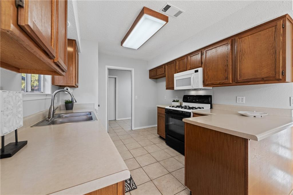 Closed   2705 Crownspoint Drive Austin, TX 78748 14