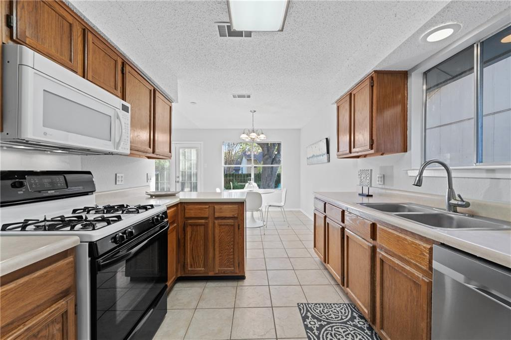Closed   2705 Crownspoint Drive Austin, TX 78748 17