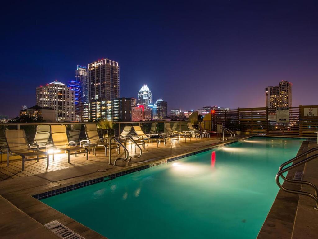 Active | 603 Davis Street #1904 Austin, TX 78701 32
