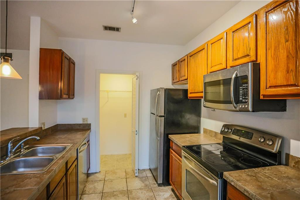 Active | 808 W 29th Street #204 Austin, TX 78705 21