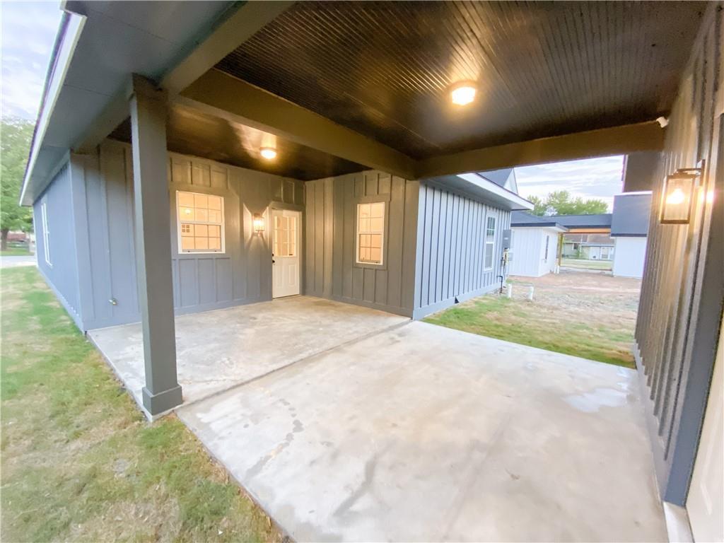 Closed   305 Lizzie Street Taylor, TX 76574 32