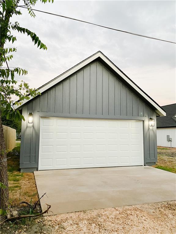 Closed   305 Lizzie Street Taylor, TX 76574 35