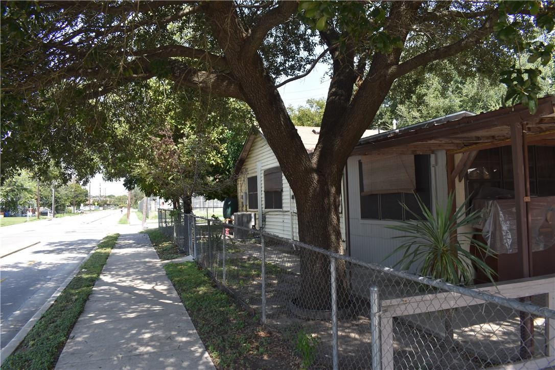 ActiveUnderContract | 2501 Gonzales Street Austin, TX 78702 38