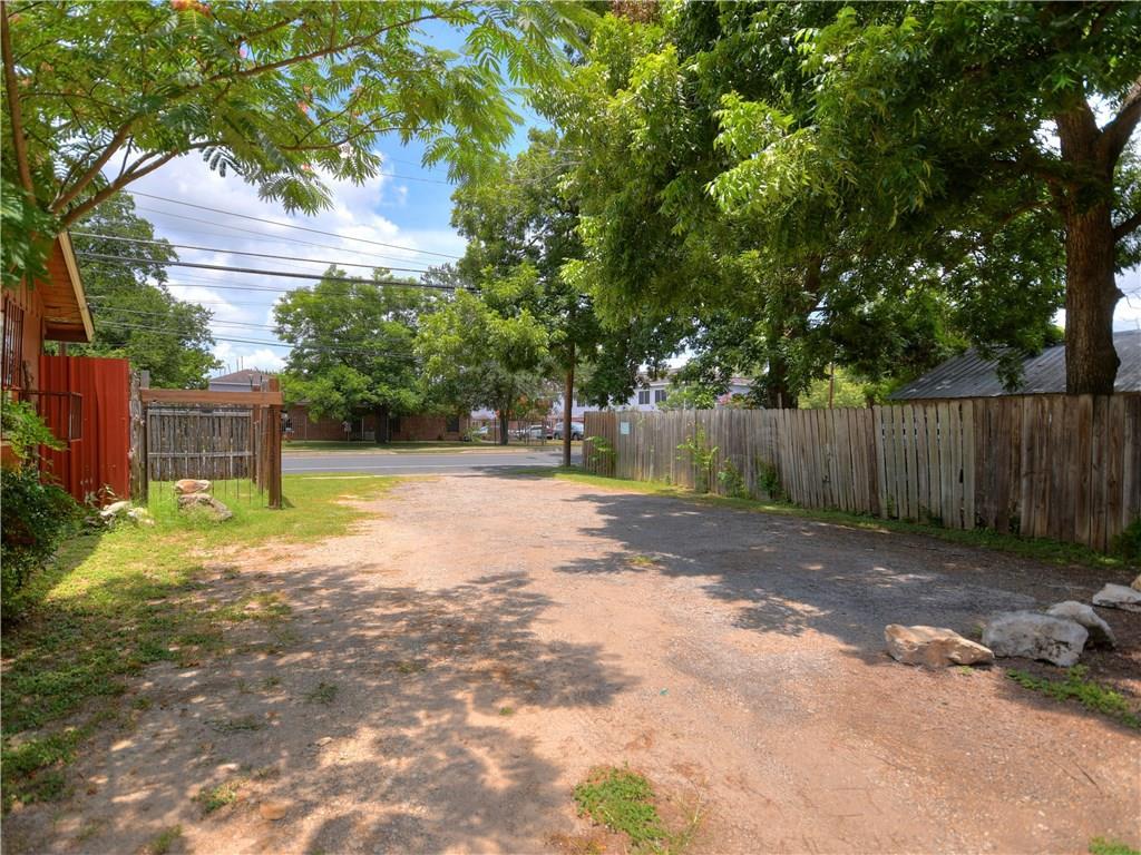 Active | 1047 Springdale Road Austin, TX 78721 12