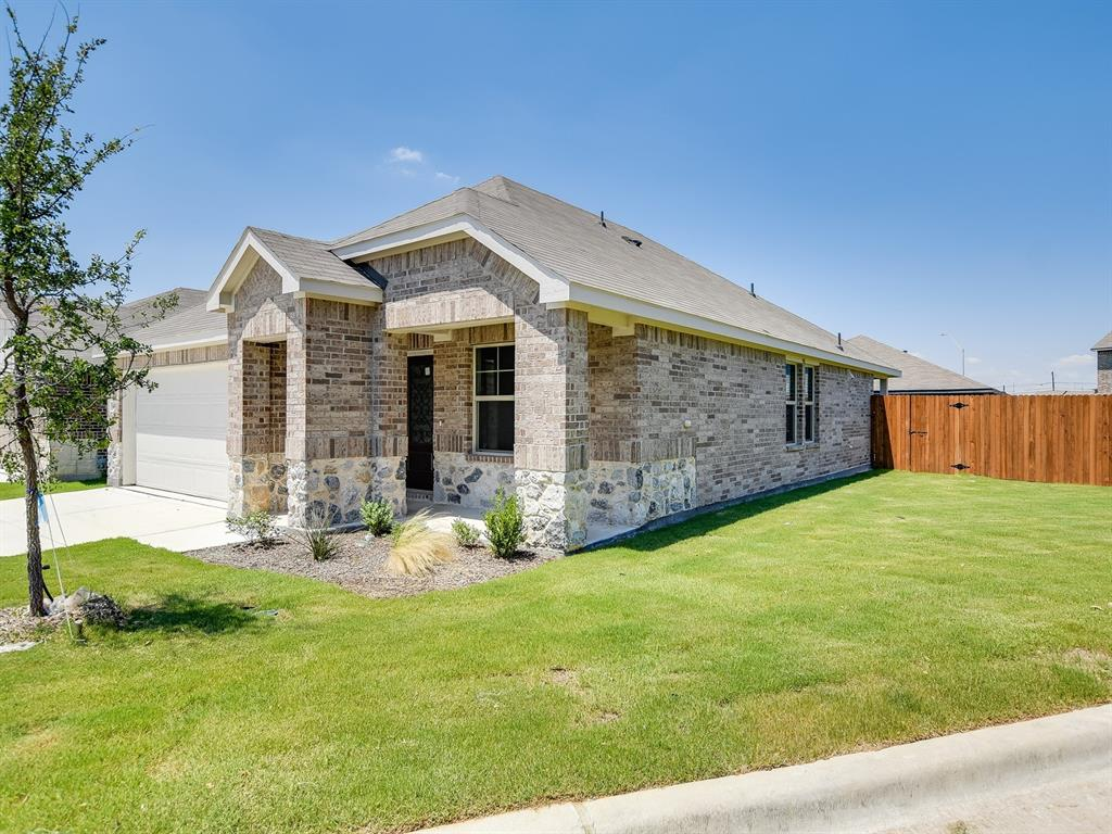 Active | 6333 Spider Mountain Trail Fort Worth, Texas 76179 2