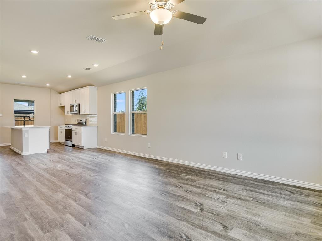 Active | 6333 Spider Mountain Trail Fort Worth, Texas 76179 3