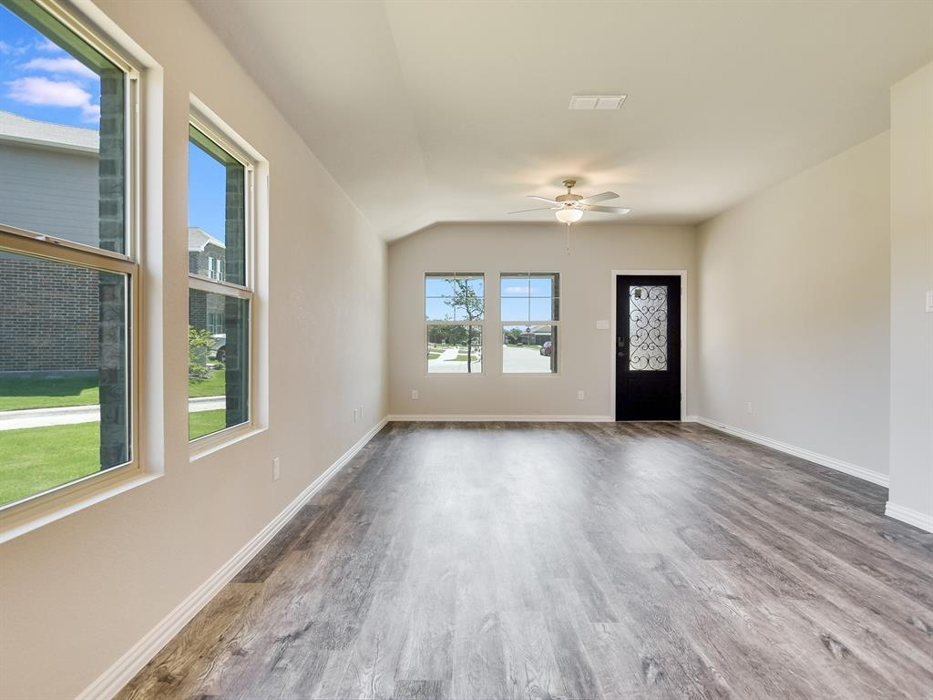 Active | 6333 Spider Mountain Trail Fort Worth, Texas 76179 5