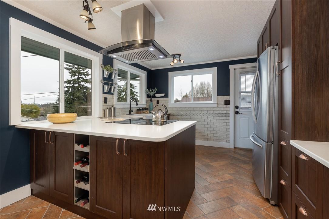 Sold Property | 2128 N 114th Street Seattle, WA 98133 5