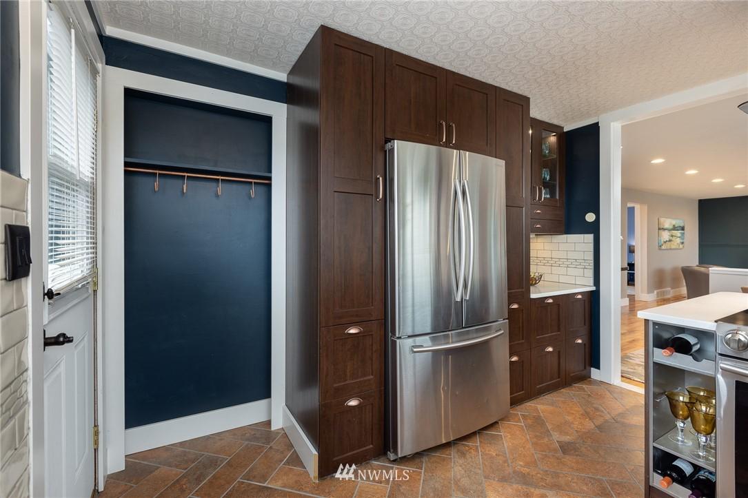 Sold Property | 2128 N 114th Street Seattle, WA 98133 6