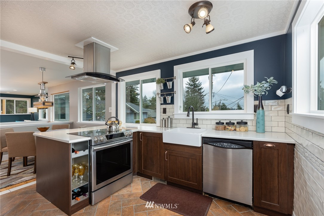 Sold Property | 2128 N 114th Street Seattle, WA 98133 7
