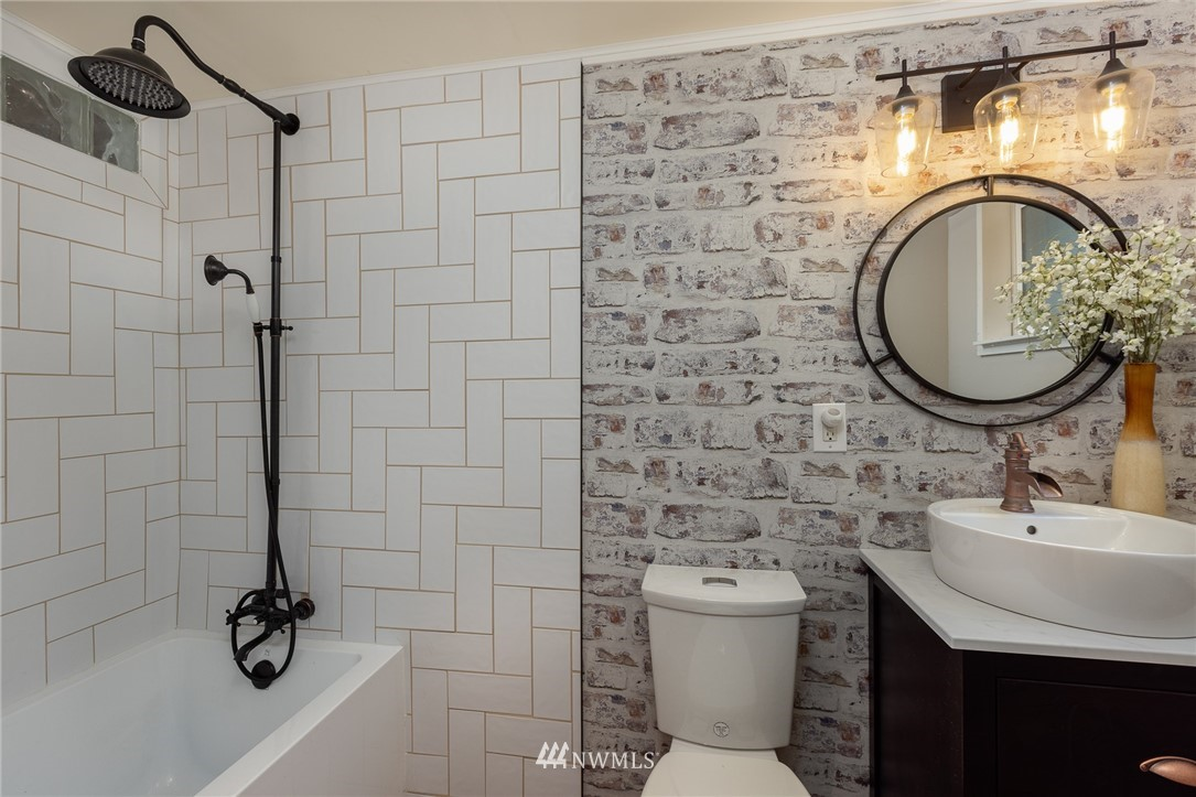 Sold Property | 2128 N 114th Street Seattle, WA 98133 19