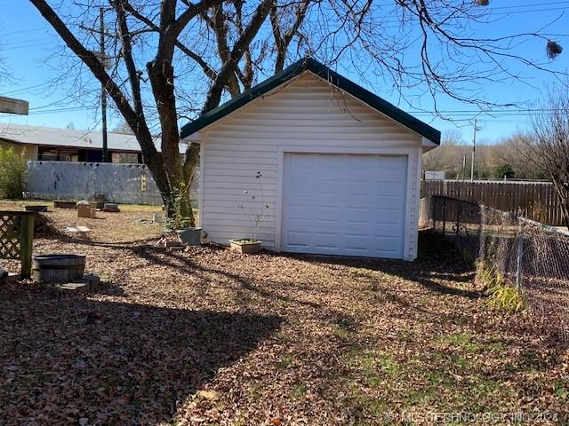 Off Market   1505 Red Bud McAlester, Oklahoma 74501 44