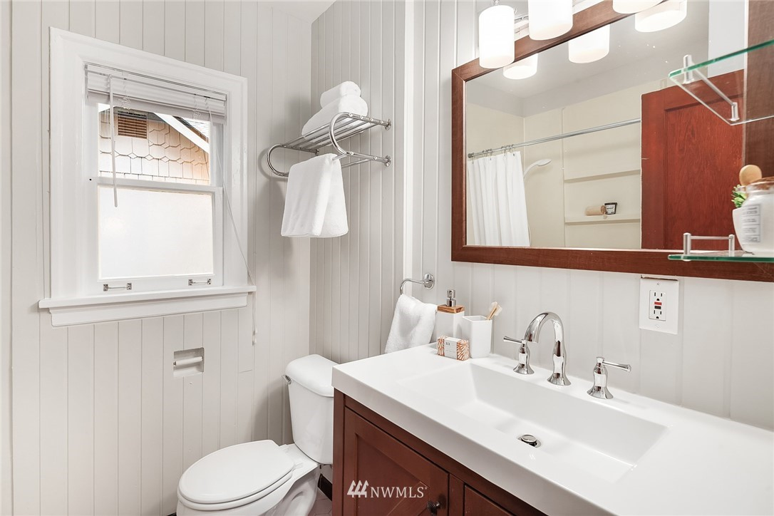 Sold Property   115 NE 80th Street Seattle, WA 98115 14
