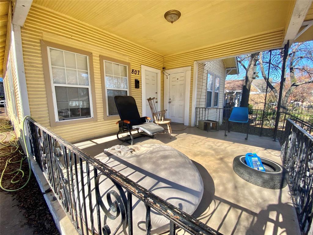 Sold Property | 807 Hollywood Avenue Dallas, Texas 75208 2