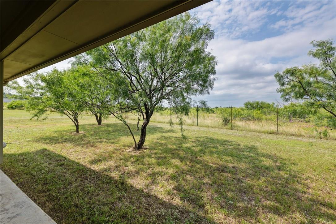Closed   237 N Paleface Ranch Road Spicewood, TX 78669 23