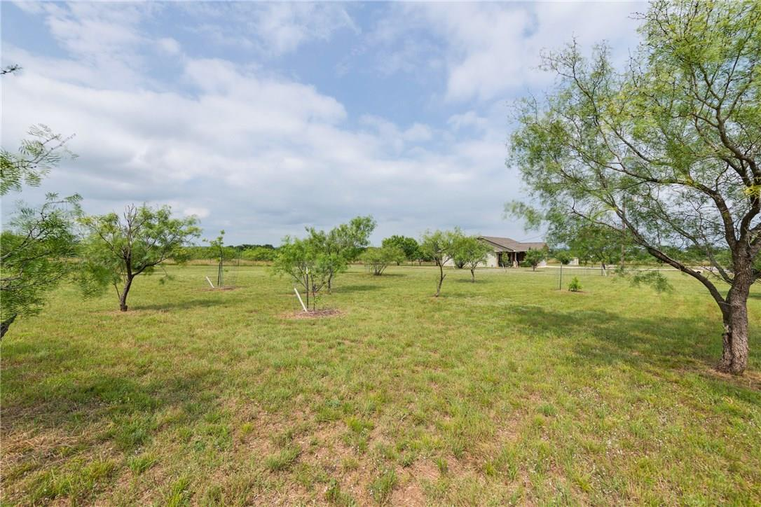 Closed   237 N Paleface Ranch Road Spicewood, TX 78669 25