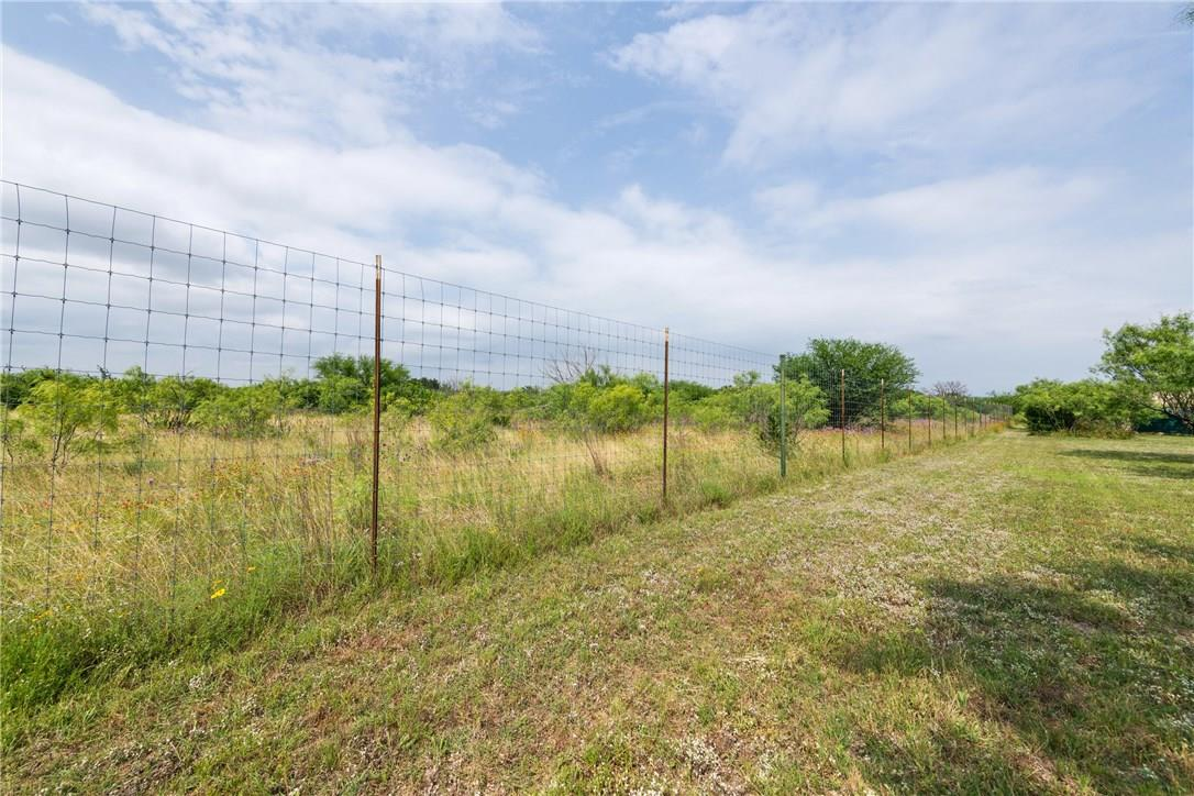Closed   237 N Paleface Ranch Road Spicewood, TX 78669 26