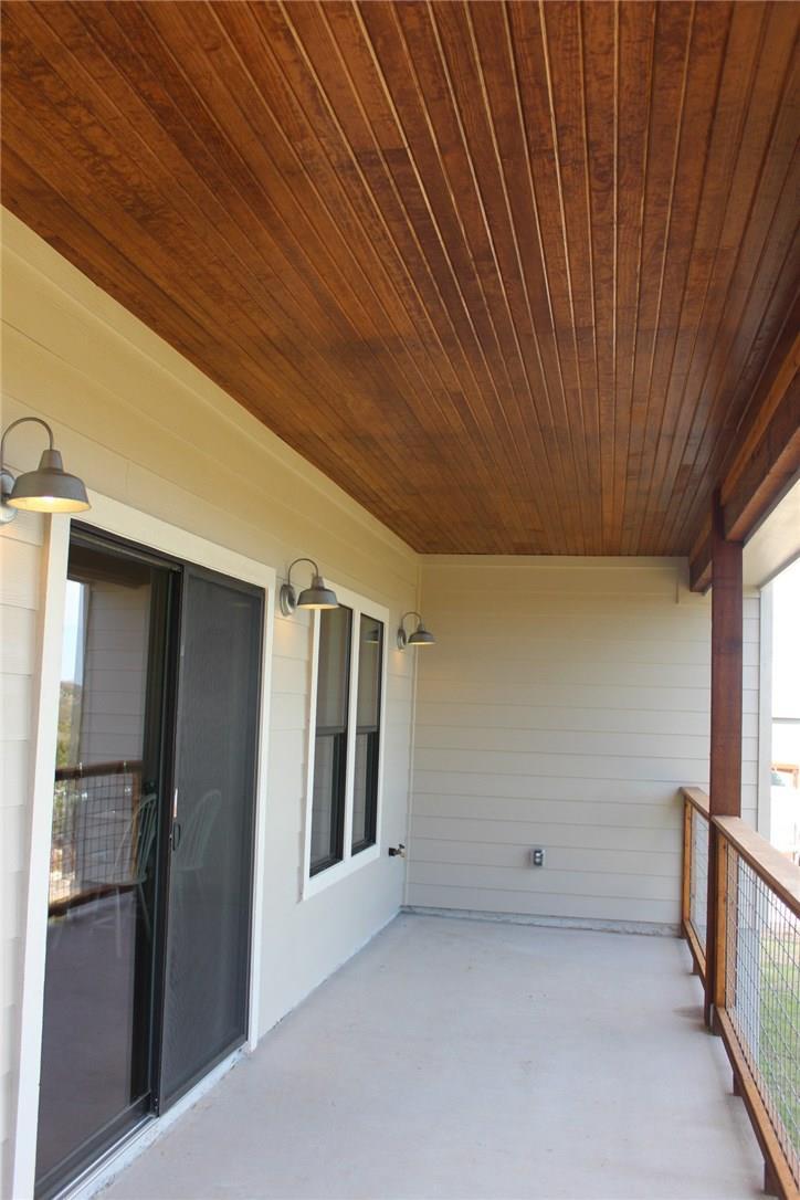Closed   10611 Creekwood Circle Dripping Springs, TX 78620 26