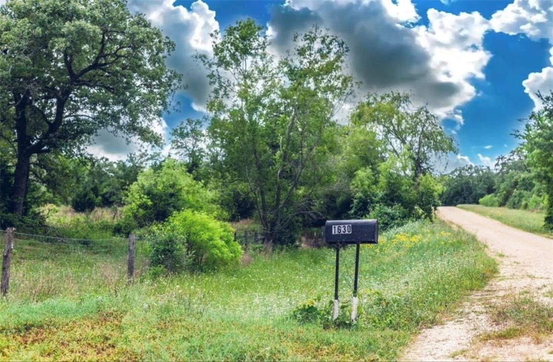 Closed   1630 Wood Haven Drive Waelder, TX 78959 5